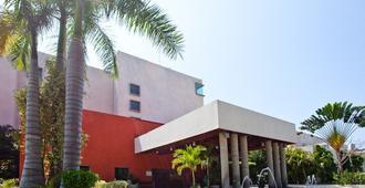 Gamma de Fiesta Inn Plaza Ixtapa - Ixtapa - Rakennus