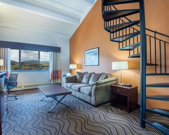 La Quinta Inn & Suites by Wyndham Silverthorne - Summit Co - Silverthorne - Вітальня