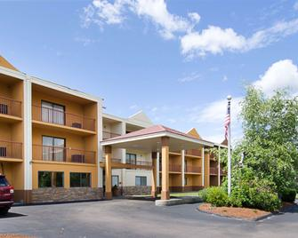Quality Inn & Suites Worcester - Worcester - Building