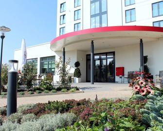 Best Western Queens Hotel Pforzheim-Niefern - Niefern - Building