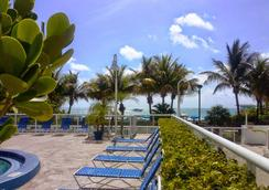 Best Western Plus Atlantic Beach Resort - Miami Beach - Piscina