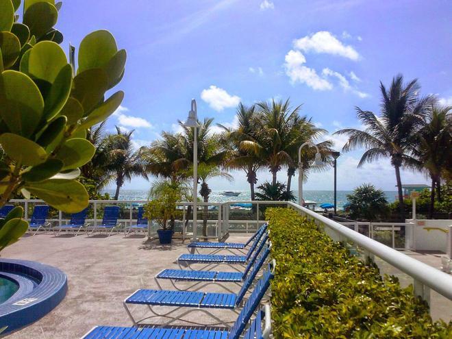 Best Western Plus Atlantic Beach Resort - Майами-Бич - Бассейн