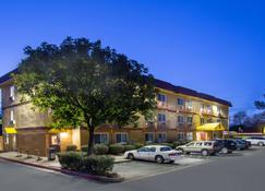 Super 8 by Wyndham Chico - Chico - Building