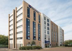 Travelodge Manchester Salford Quays - Salford - Building