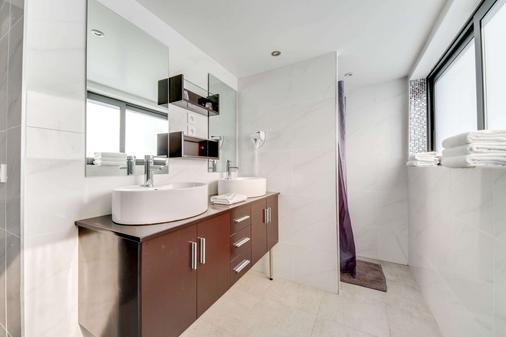 Brit Hôtel Porte d'Espagne - Perpignan - Bathroom