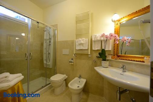 Hotel Viscardo - Forte dei Marmi - Bathroom