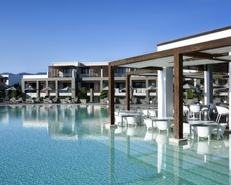 Pelagos Suites Hotel & Spa - กอส - สระว่ายน้ำ