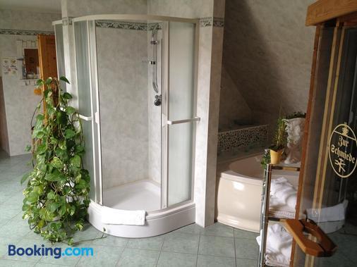 Landhotel Zur Schmiede - Goehren-Lebbin - Bathroom