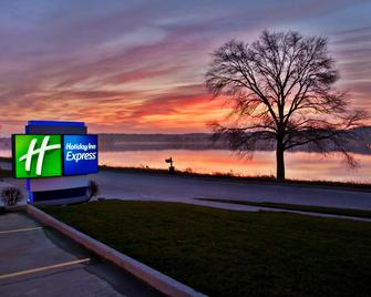 Holiday Inn Express Le Claire Riverfront-Davenport - Le Claire - Buiten zicht