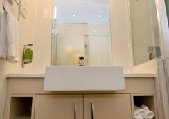 Hyde Park Inn - Sydney - Bathroom