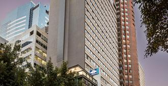 Travelodge Hotel Sydney Wynyard - Sydney - Building