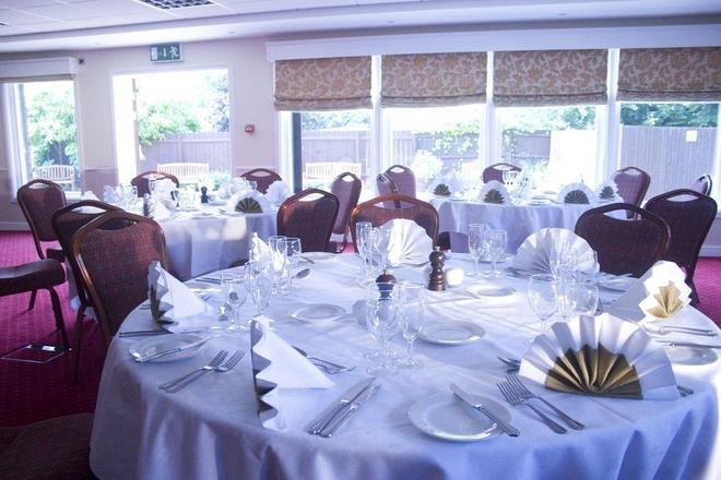 Classic Lodges -The Hickstead Hotel - Haywards Heath - Sala de banquetes