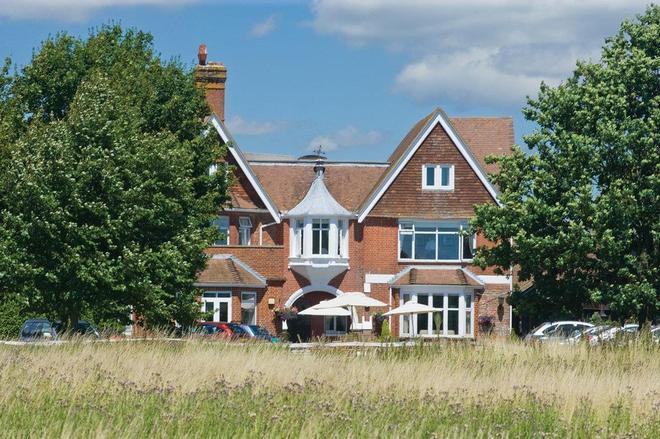 Classic Lodges -The Hickstead Hotel - Haywards Heath - Edificio