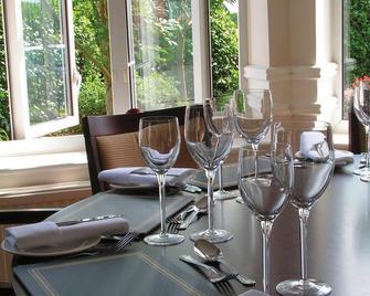 Classic Lodges -The Hickstead Hotel - Haywards Heath - Dining room
