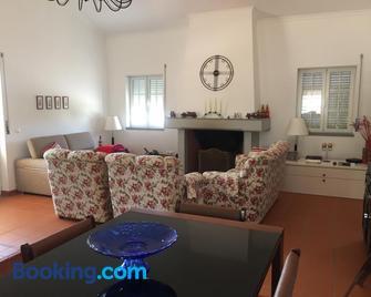 Holiday Home Monte Das Azinheiras - Arraiolos - Huiskamer