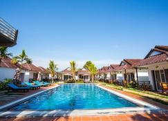 Sea Breeze Resort - Krong Preah Sihanouk - Pool
