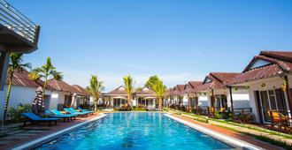 Sea Breeze Resort - Krong Preah Sihanouk - Pool