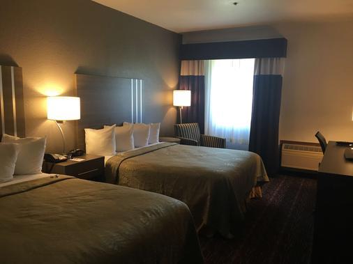 Best Western Edmond Inn & Suites - Edmond - Bedroom