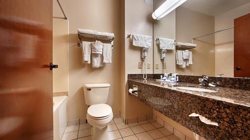 Best Western Edmond Inn & Suites - Edmond - Bathroom