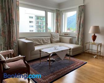Ferienwohnung mit Seesicht - Ingenbohl - Wohnzimmer