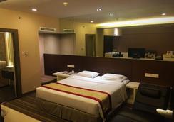 京都酒店 - 亞庇 - 臥室