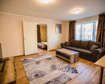 City Inn Apartments - Тарту - Living room