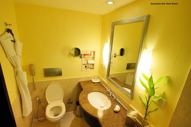埃爾訥古勒姆海濱大道港威酒店 - 高知 - 柯欽 - 浴室