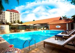 The Gateway Hotel Marine Drive Ernakulam - Kochi - Πισίνα