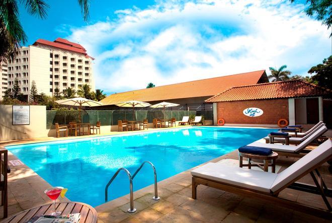 The Gateway Hotel Marine Drive Ernakulam - Kochi - Uima-allas