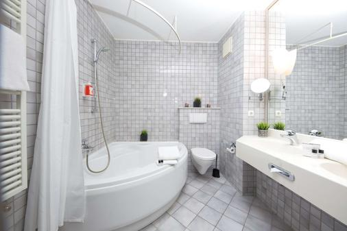 Median Hotel - Lehrte - Bathroom