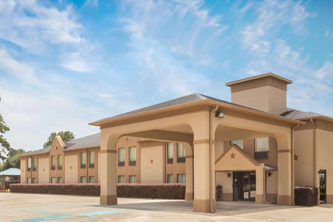 Days Inn & Suites by Wyndham Eunice - Eunice - Building