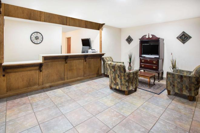 Days Inn & Suites by Wyndham Eunice - Eunice - Front desk