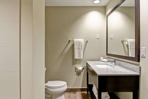 Best Western London Airport Inn & Suites - London - Bathroom