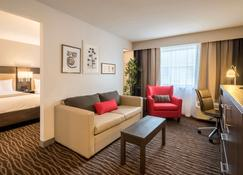 Country Inn & Suites Rochester-Pittsford - Rochester - Living room