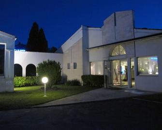Kyriad Saintes - Saintes - Building