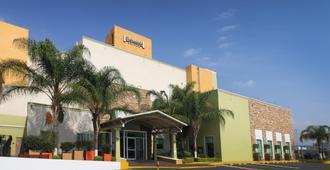 Staybridge Suites Queretaro - Santiago de Querétaro - Building