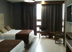 Hotel El Monte - Salamanca - Phòng ngủ