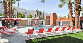 Bearfoot Inn - Clothing Optional Hotel For Gay Men - Palm Springs - Pool