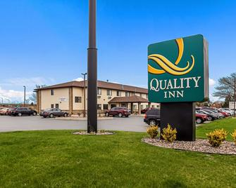 Quality Inn - Sheboygan - Building