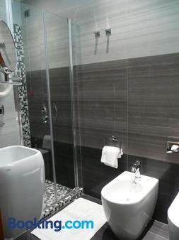 Hotel Tirrenia - Viareggio - Bathroom