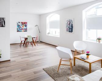 Aalesund Apartments - City Center - Олесунн - Living room