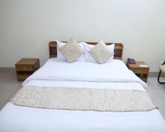 Hotel Golden City - Сілхет - Bedroom