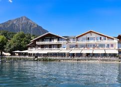 Strandhotel Seeblick - Spiez - Building