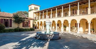Calipaso Winery - פאסו רובלס - בניין