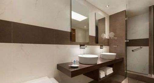 Wyndham Loutraki Poseidon Resort - Loutraki - Bathroom