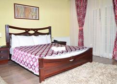 Hotel Begolli - Pristina - Slaapkamer