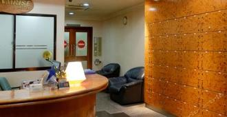 Amrise Hotel - Singapore - Front desk