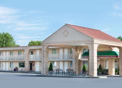 Baymont by Wyndham Sandusky - Sandusky - Building