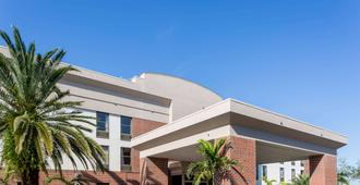 Days Inn & Suites by Wyndham Fort Myers Near JetBlue Park - Fort Myers