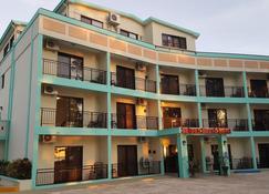 Saipan Beach Hotel - Garapan - Edificio